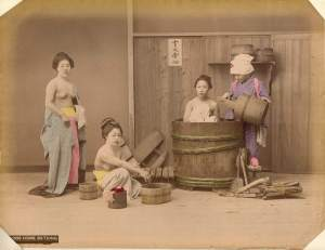 Kusakabe_Kimbei_-_B1098_Home_Bathing
